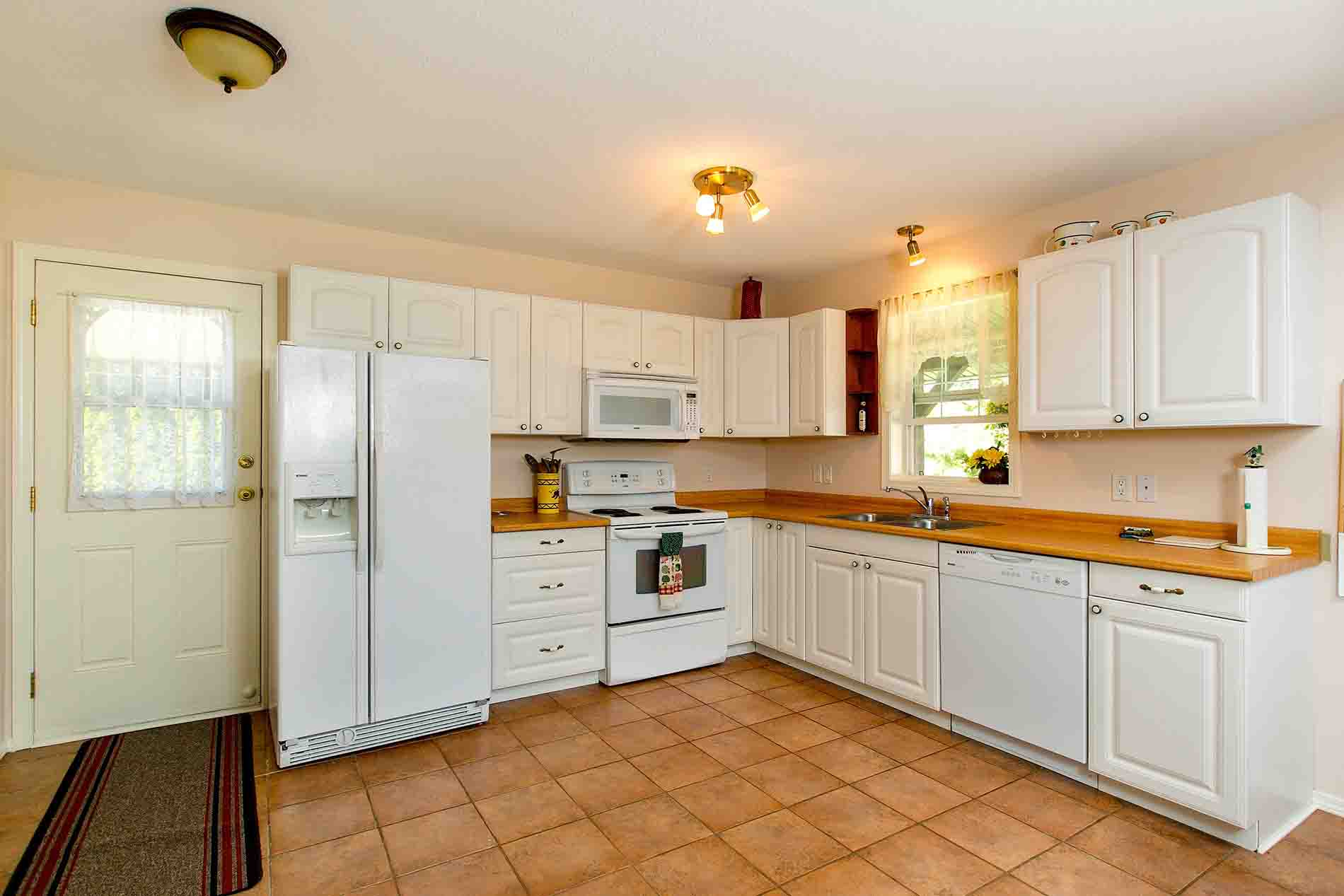 Kitchen 2 Bedroom Rental Home Peachland