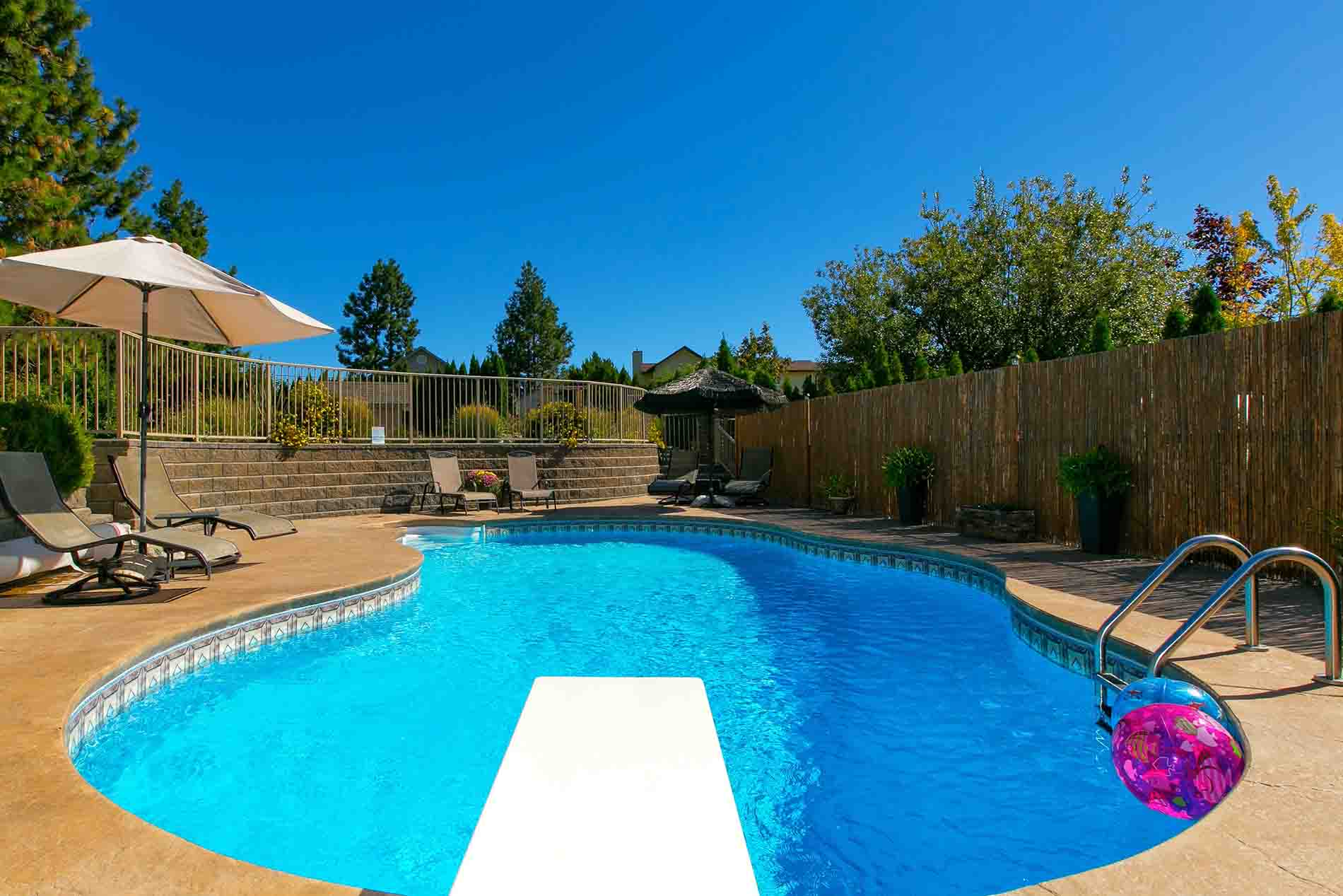 Private Pool Access Vacation Rental Peachland   Copy