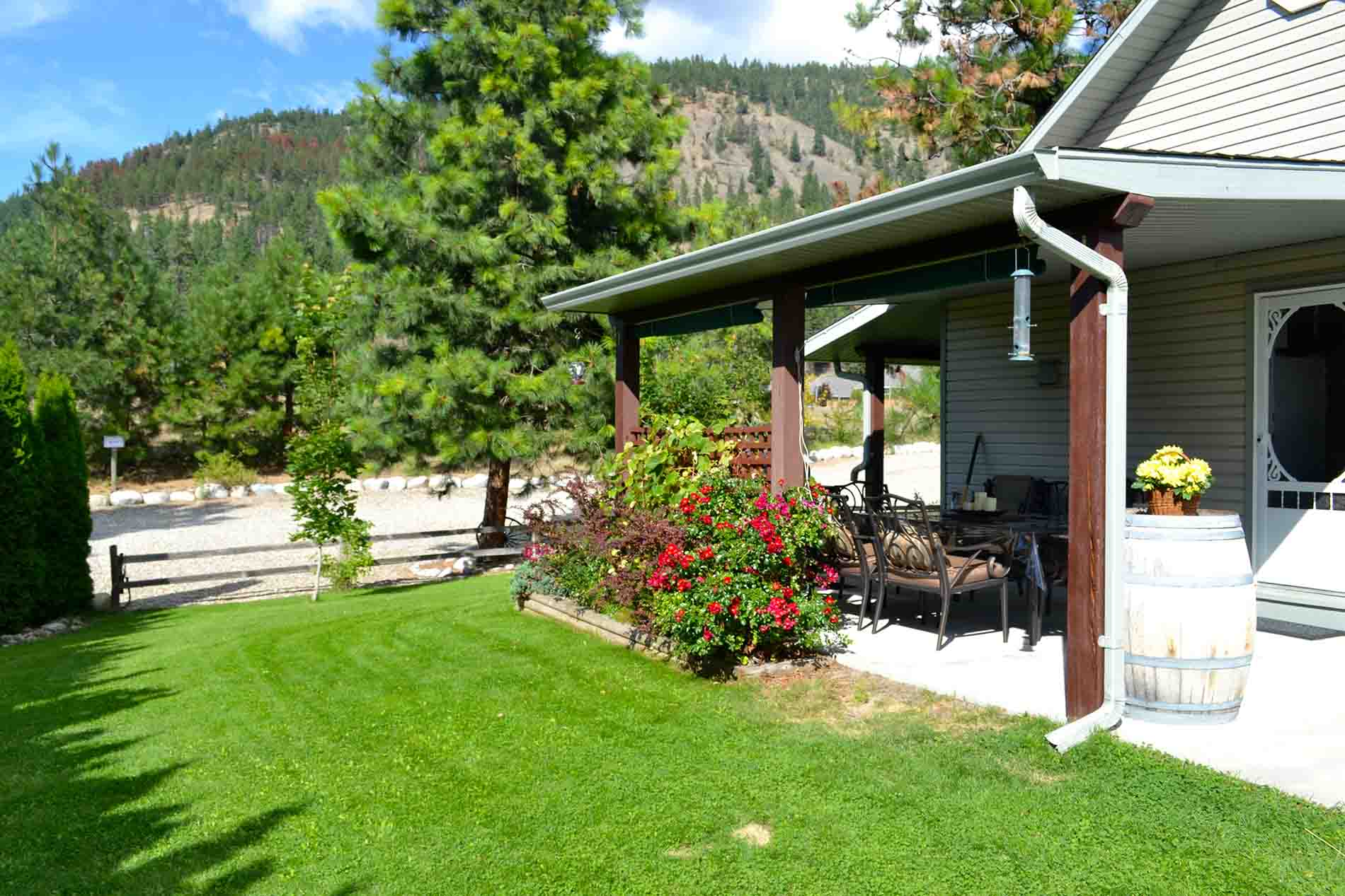 Private Yard Vacation Accommodations Peachland