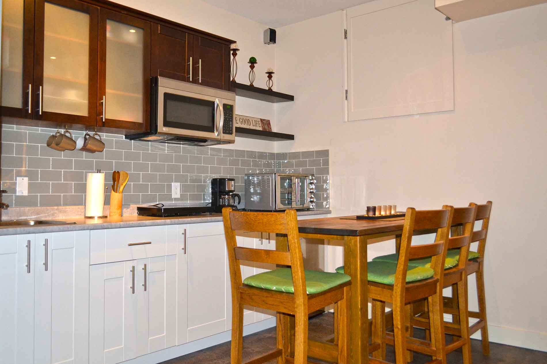 Kitchen Peachland Bed Breakfast Accommodation With Pool