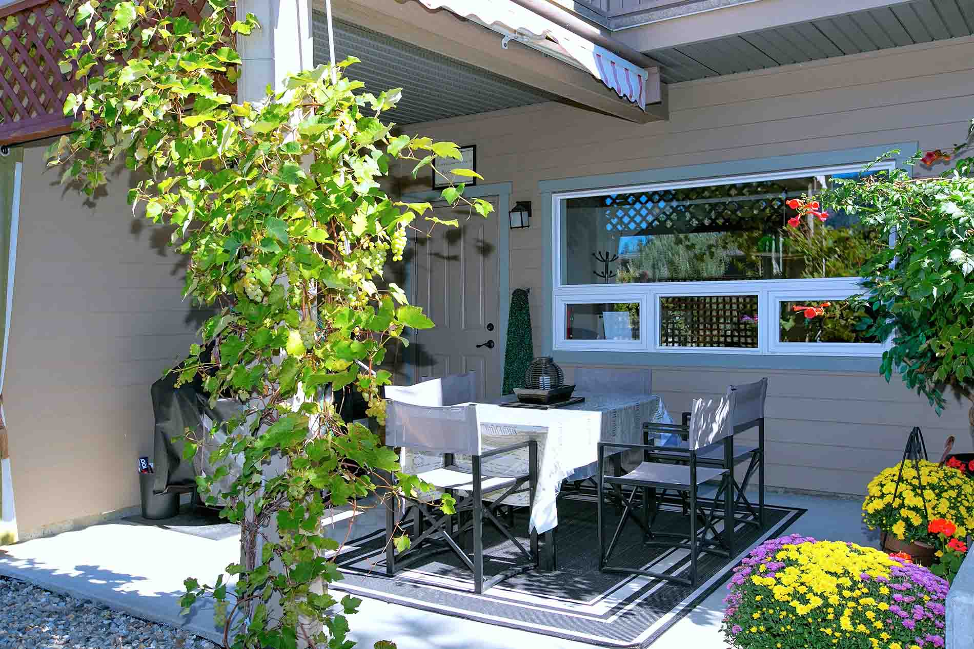 Peachland Bed Breakfast Accommodation With Pool