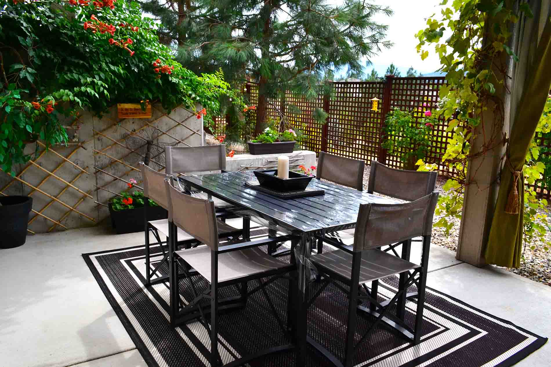Patio Peachland Bed Breakfast Accommodation With Pool